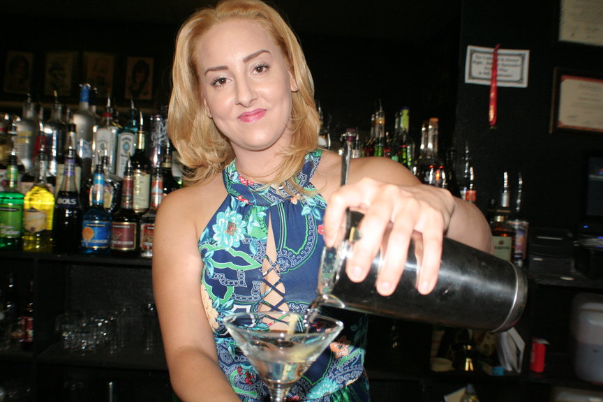 A Crescent student learns to mix some delicious cocktails